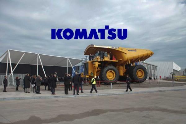 Timelapse. Armado camión minero Komatsu.